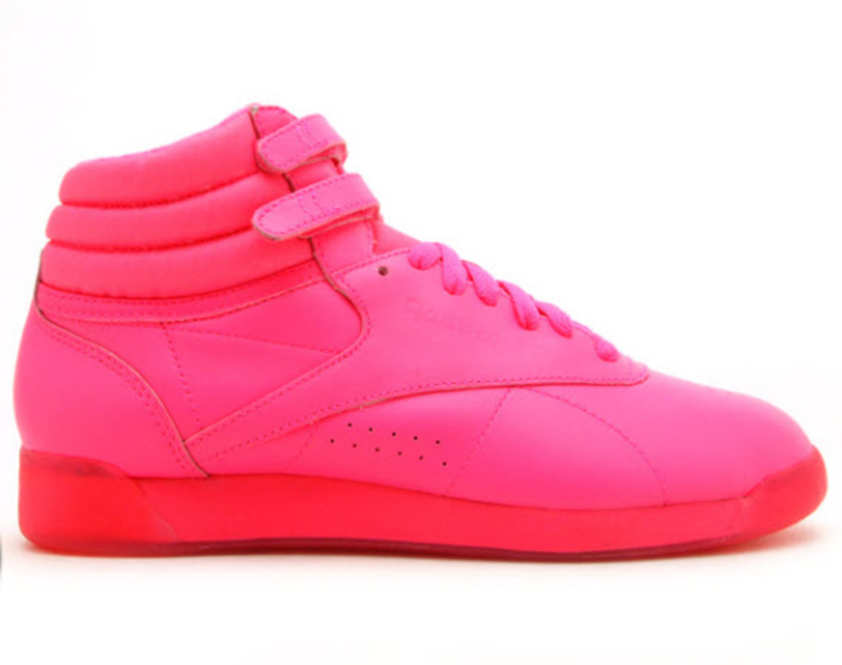 reebok-freestyle-hi-highlighter-neon-pink-0