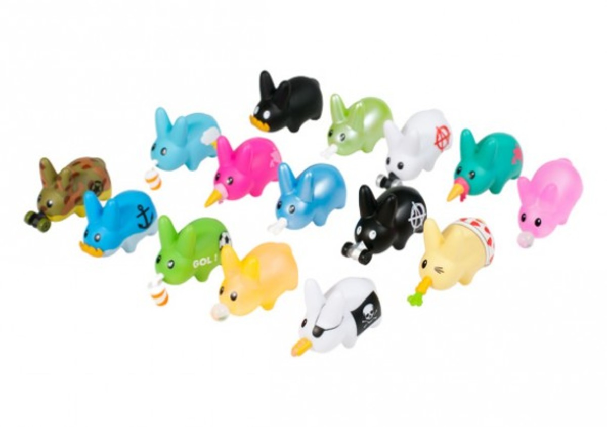 frank-kozik-kidrobot-happy-labbit-pack-01a