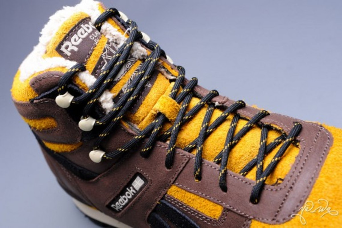 marvel-reebok-night-sky-mid-sabretooth-06