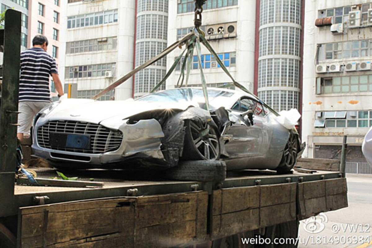aston-martin-one-77-crashed-hong-kong-01