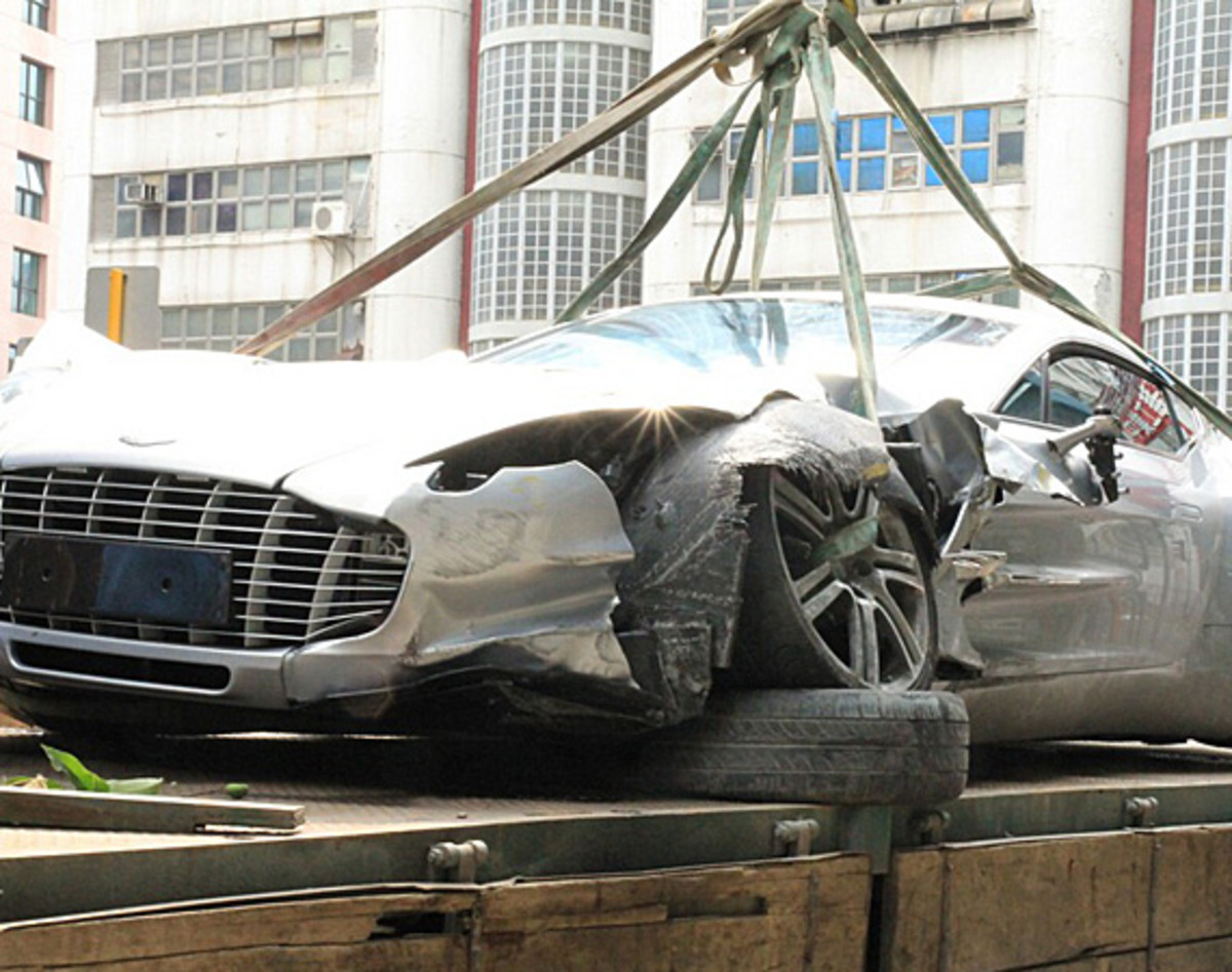 aston-martin-one-77-crashed-hong-kong-00