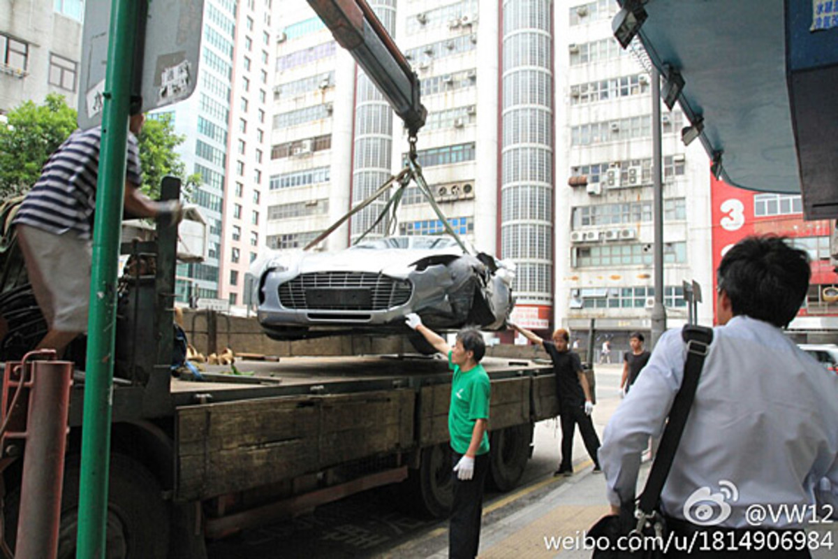aston-martin-one-77-crashed-hong-kong-03