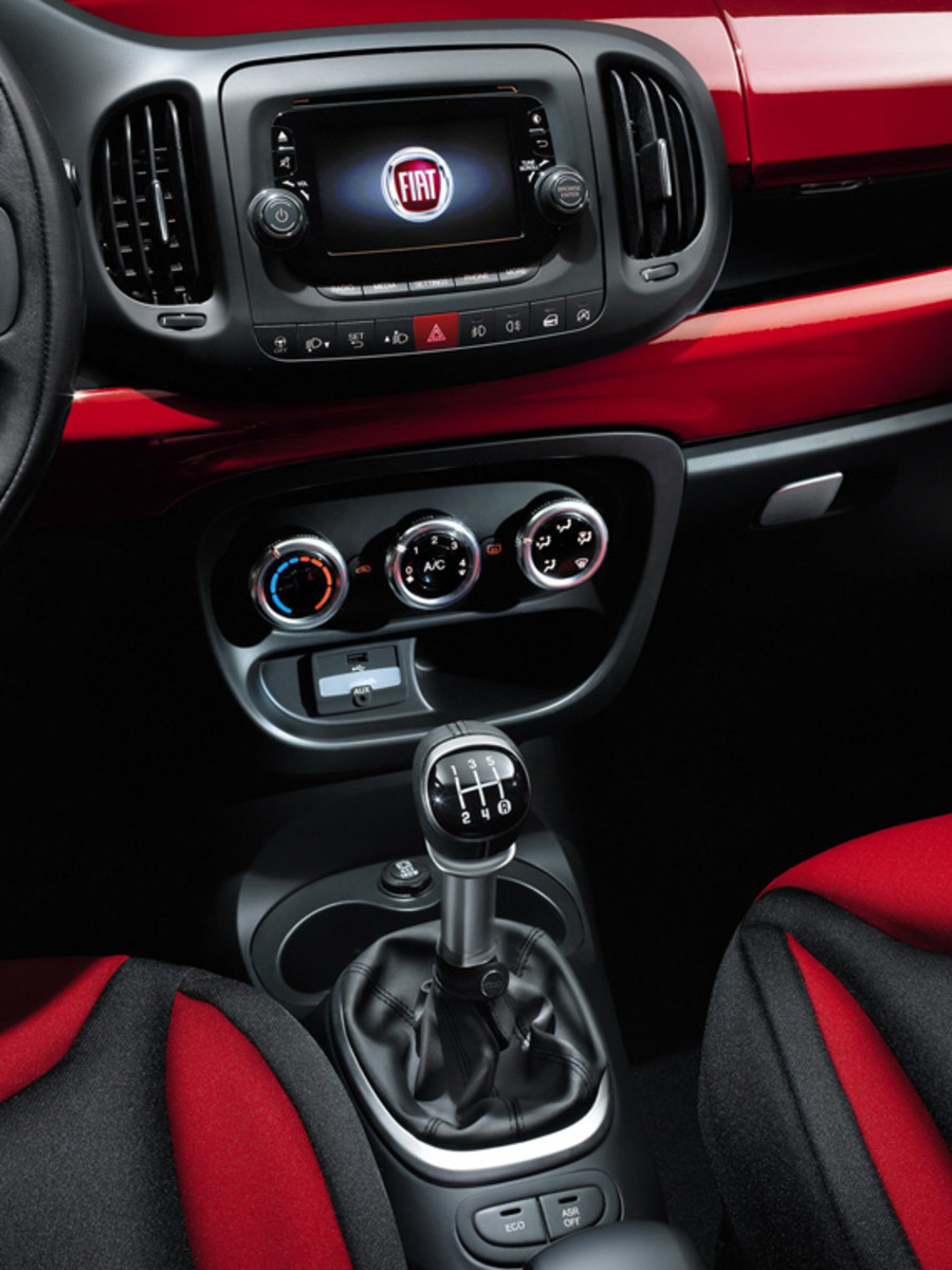 fiat-500l-officially-unveiled-48