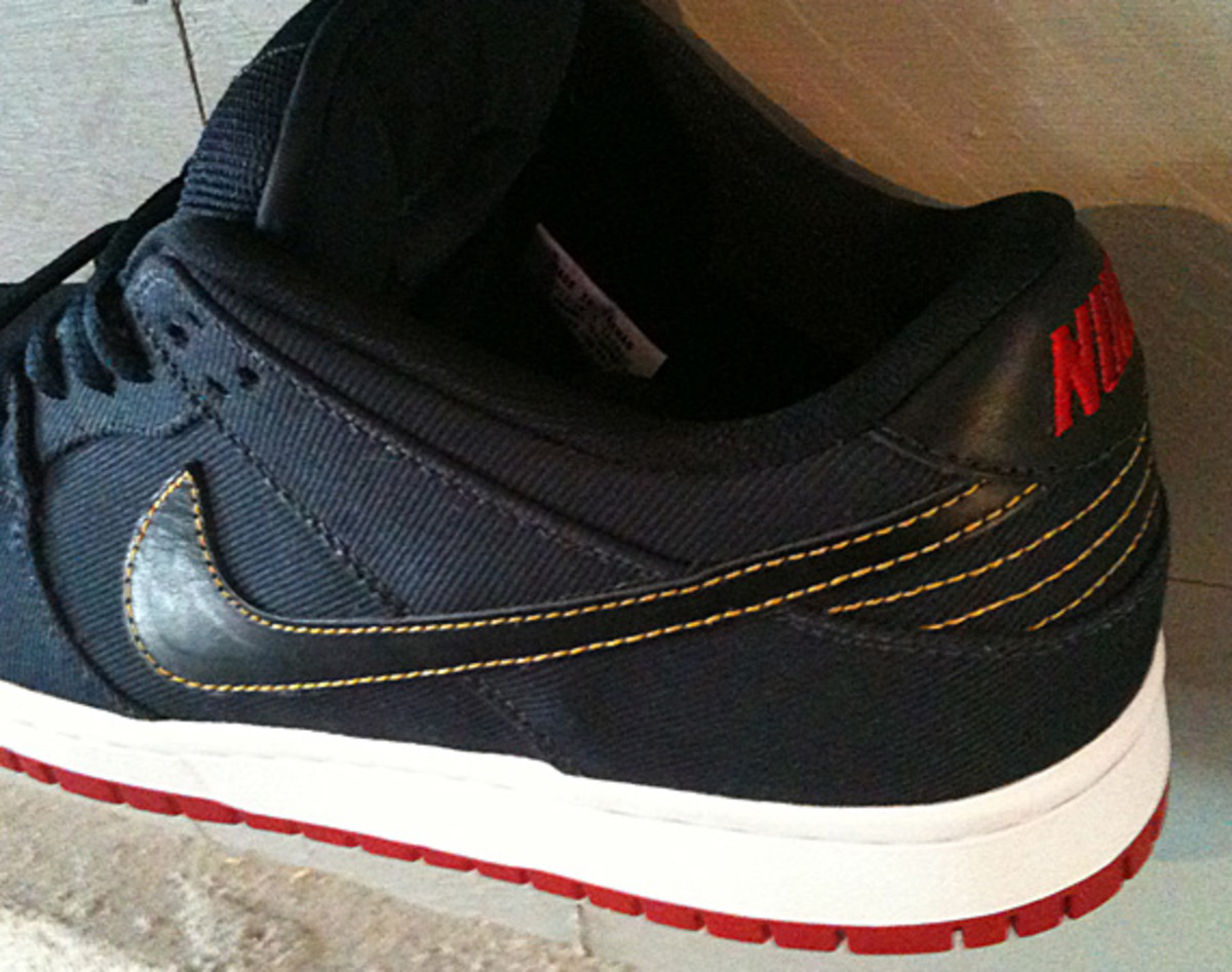 levis-nike-sb-dunk-low-olympic-02