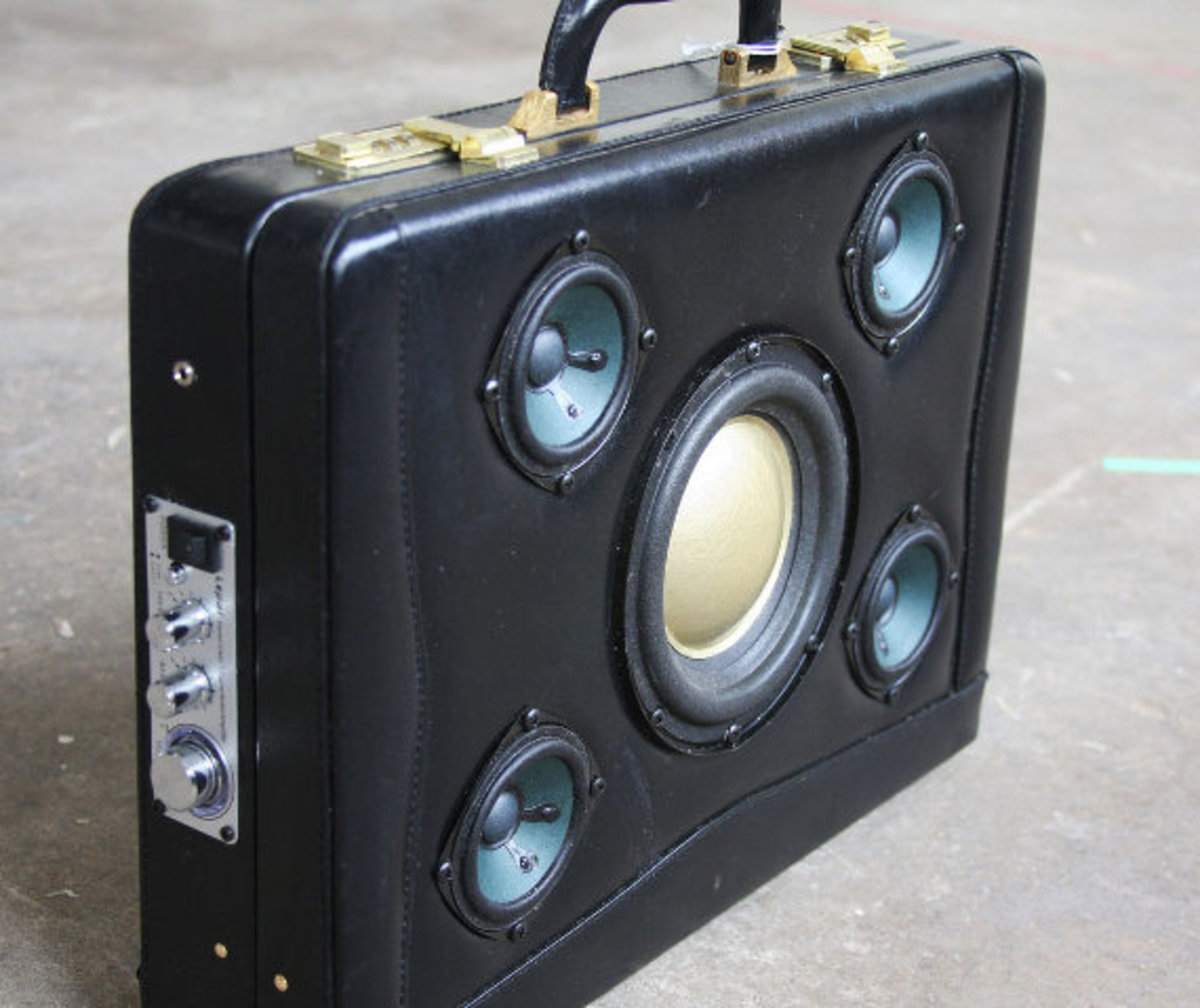 case-of-base-recycled-vintage-suitcase-boombox-08