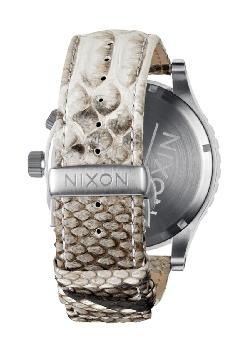 nixon-51-30-chrono-leather-white-snake-03