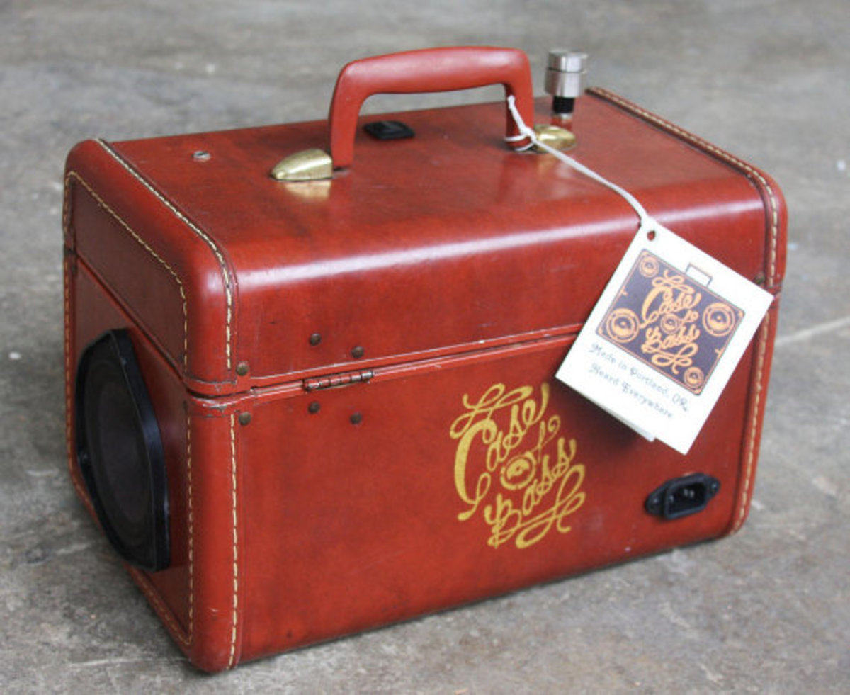 case-of-base-recycled-vintage-suitcase-boombox-11