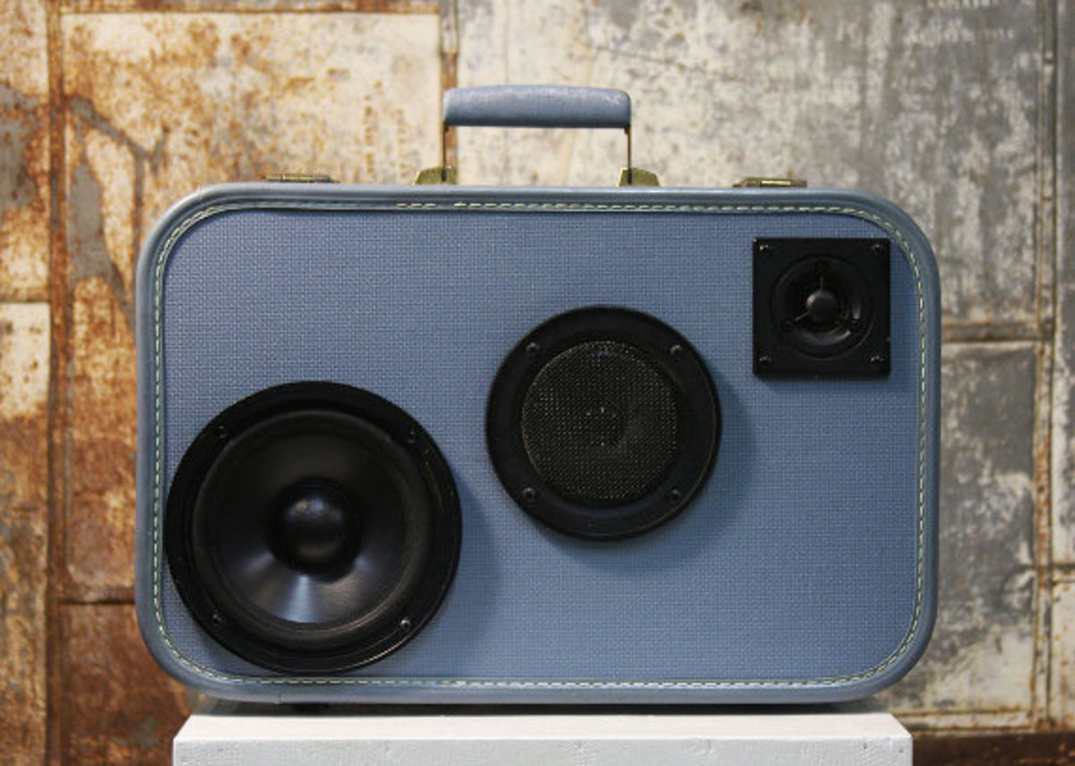case-of-base-recycled-vintage-suitcase-boombox-05