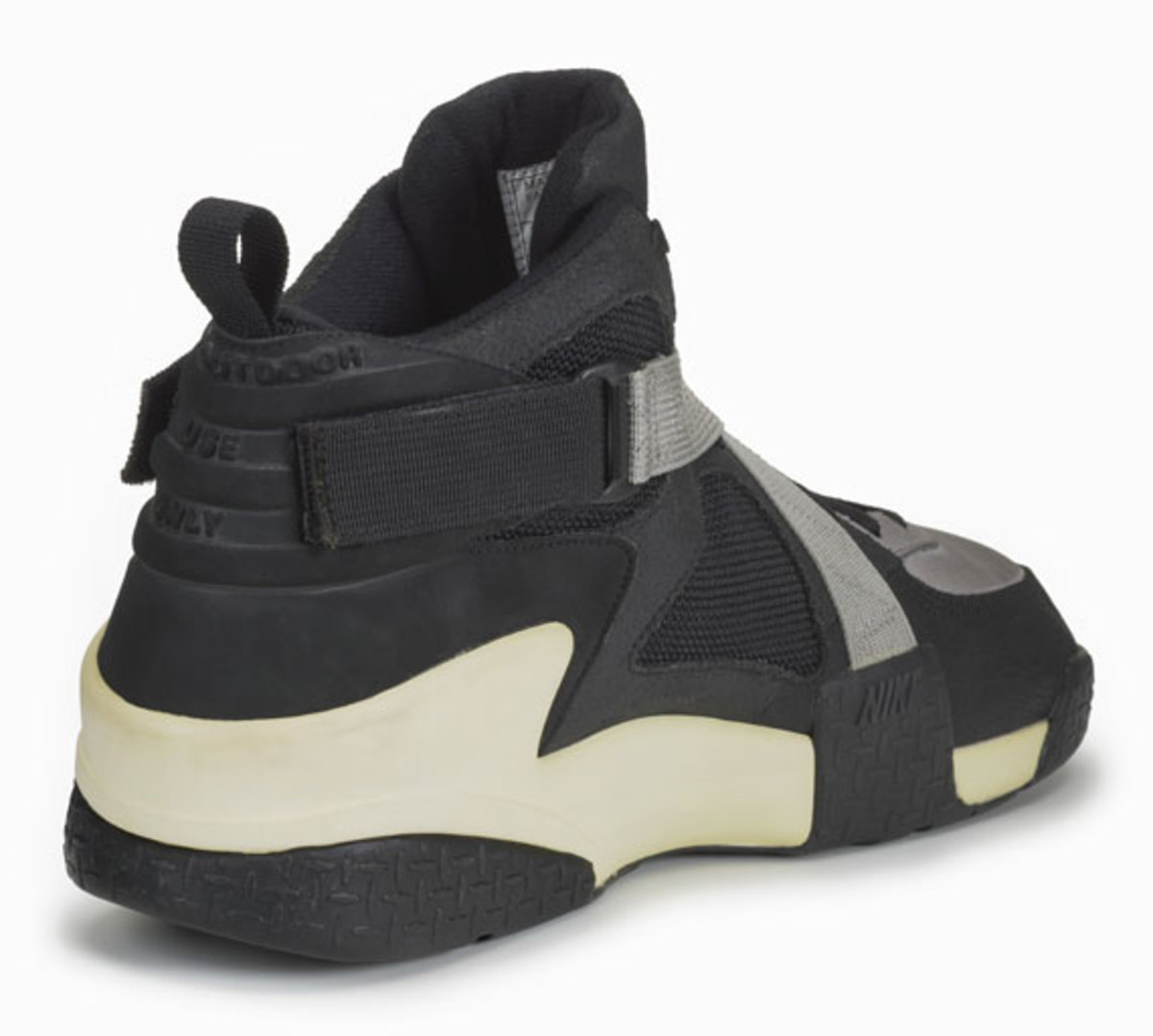 nike-basketball-1992-2012-air-raid-07