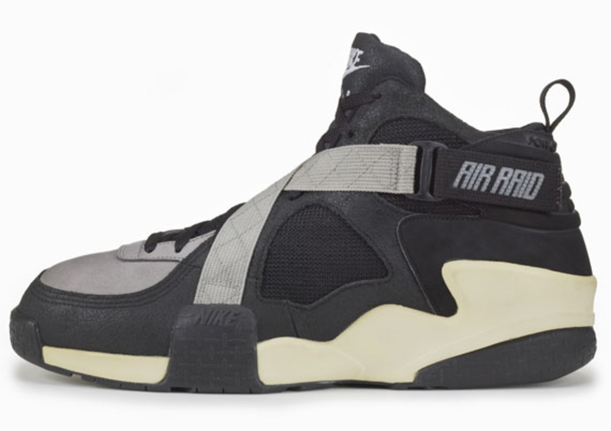 nike-basketball-1992-2012-air-raid-08