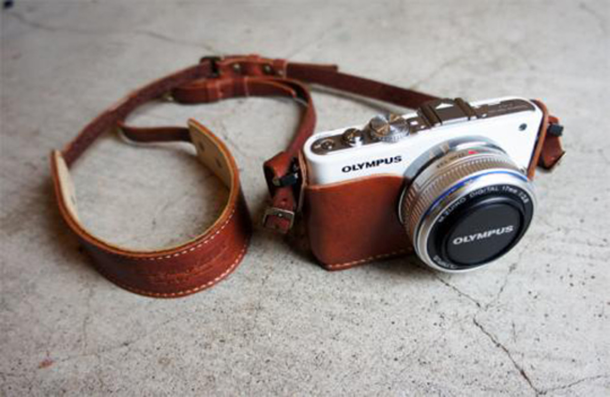 roberu-olympus-e-pl3-holder-and-strap-01