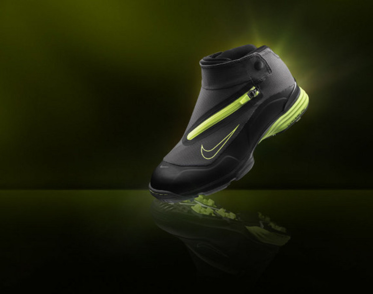 buy popular 60616 94c1a For us duffers who don t mind becoming mudders in the face of inclement  weather on the links, Nike Golf introduces the Nike Lunar Bandon, featuring  a higher ...