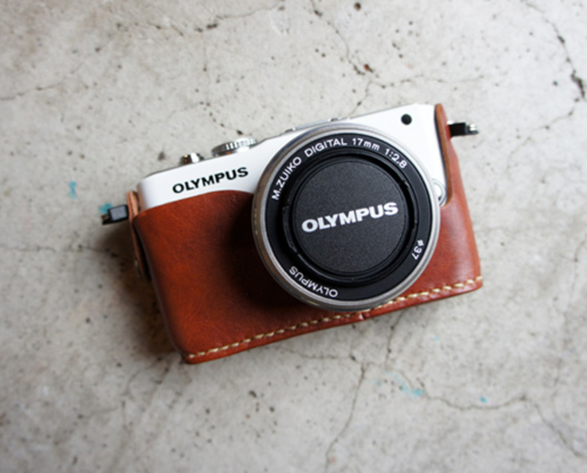 roberu-olympus-e-pl3-holder-and-strap-05