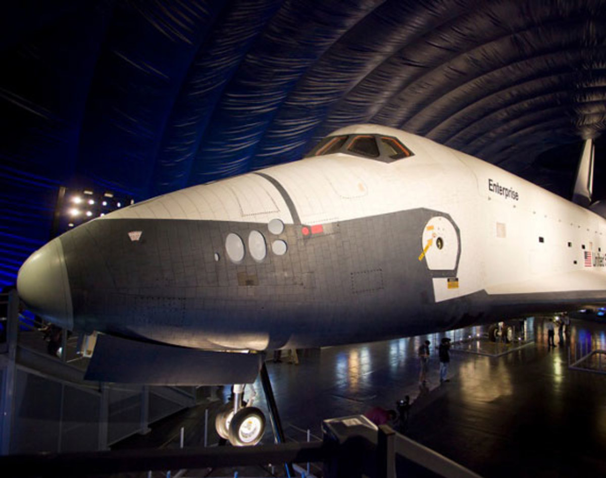 nasa-space-shuttle-enterprise-pavilion-01