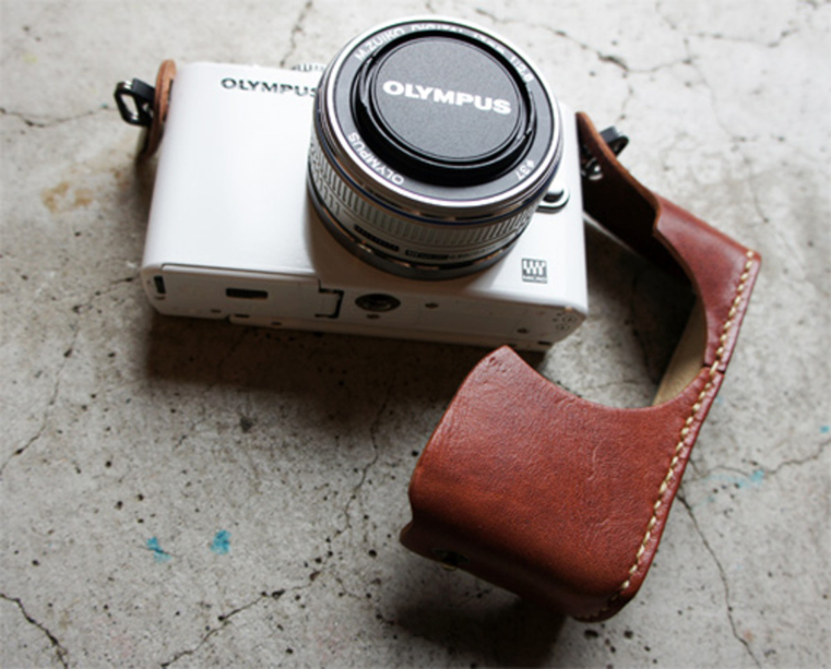 roberu-olympus-e-pl3-holder-and-strap-06