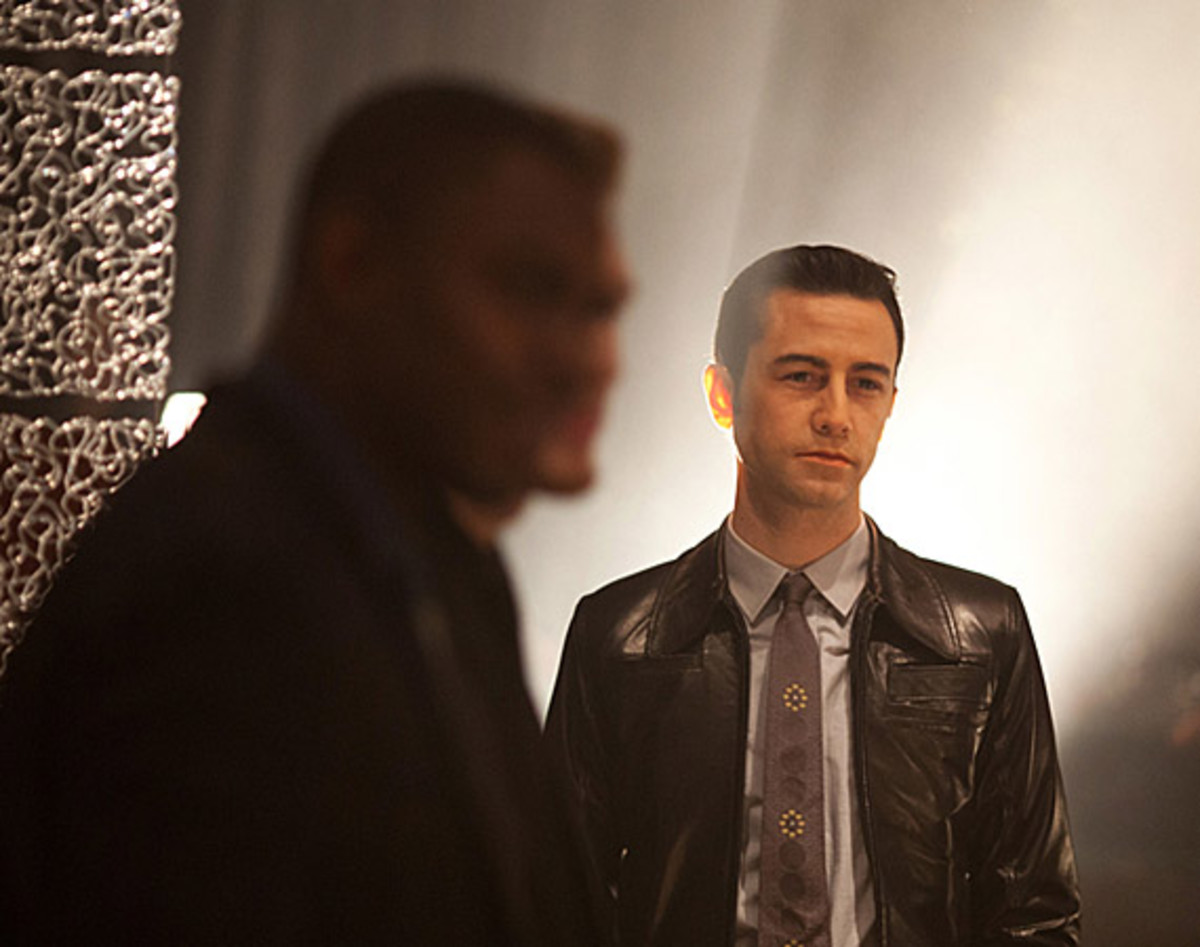 looper-official-trailer-01-video