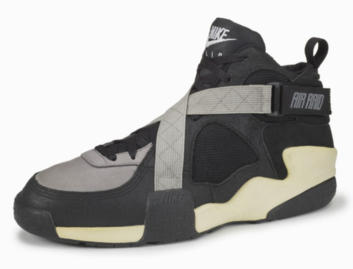 nike-basketball-1992-2012-air-raid-05