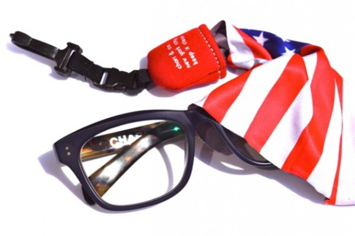 chari-and-co-american-flag-lens-cleaner-03
