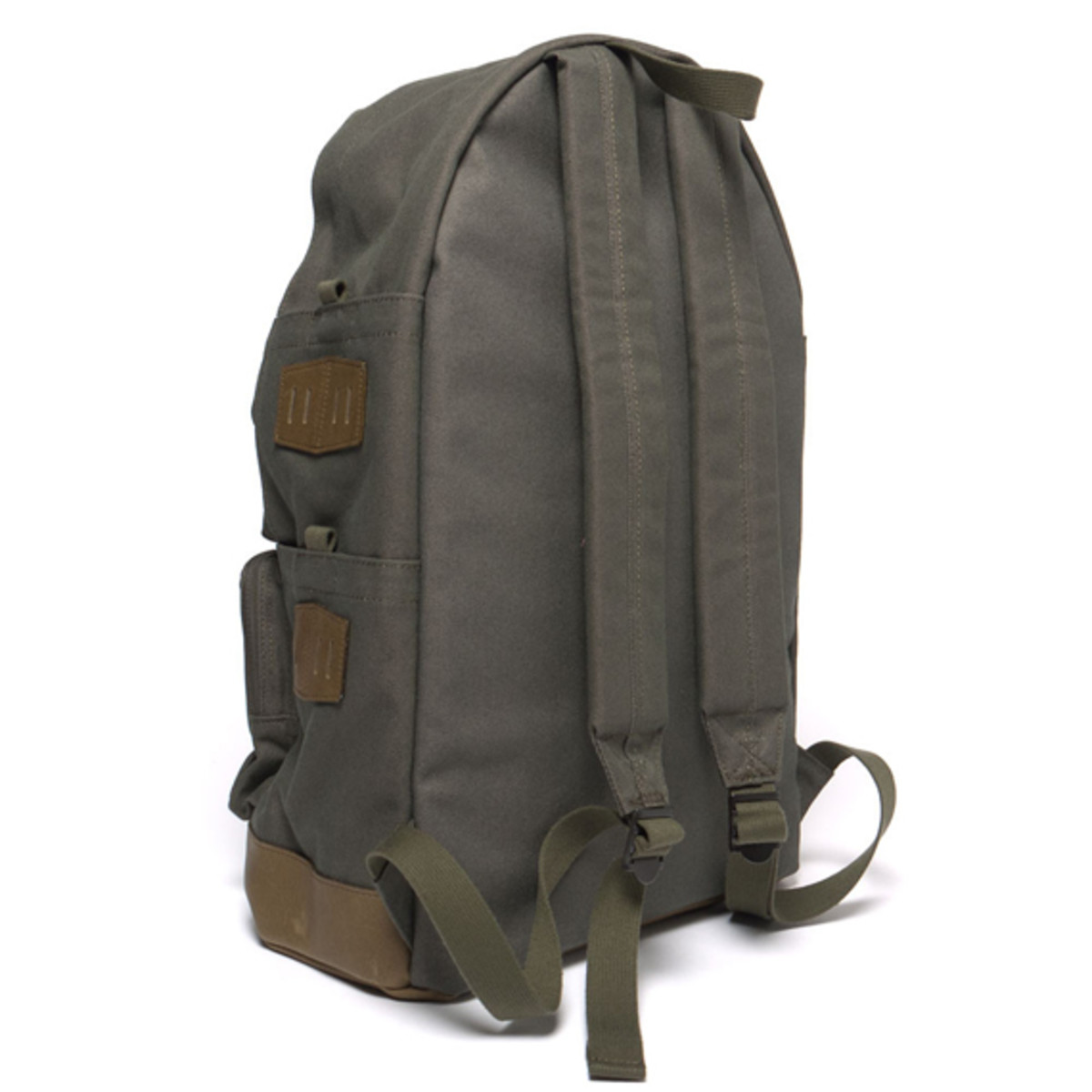white-mountaineering-porter-ox-multi-pocket-daypack-09