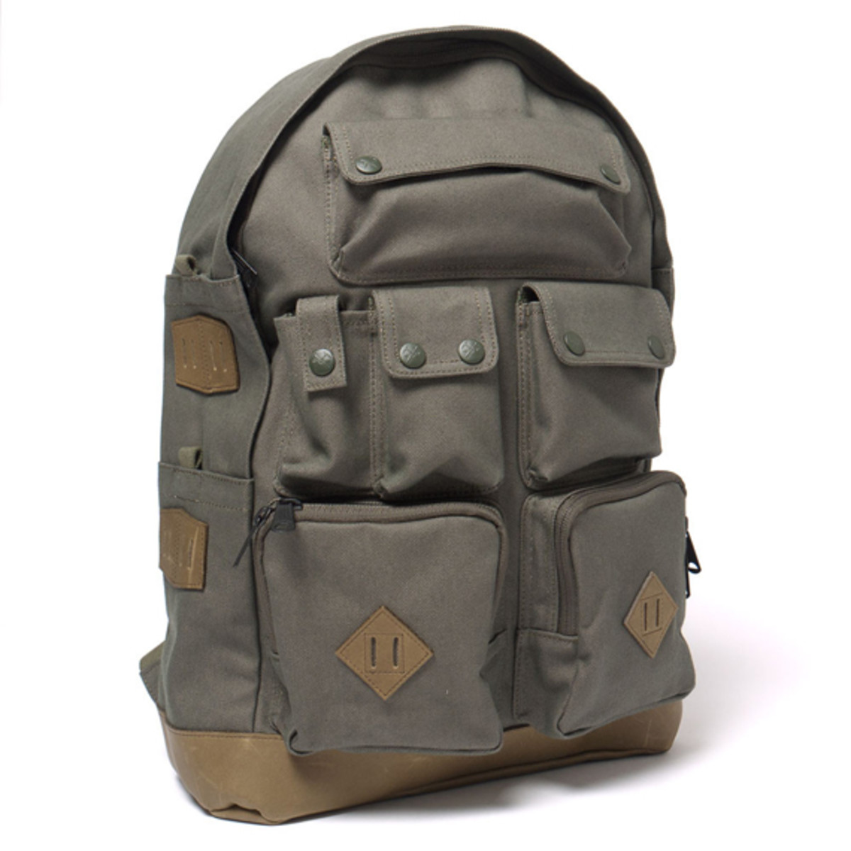 white-mountaineering-porter-ox-multi-pocket-daypack-07