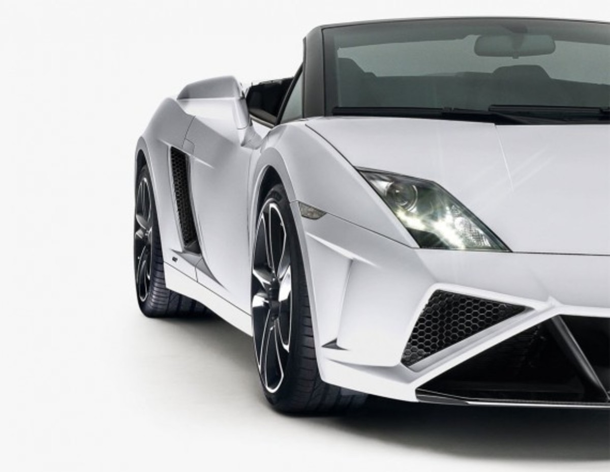both editions of the 2013 lamborghini gallardo will be available for order beginning in november following its official debut at the 2012 la auto show