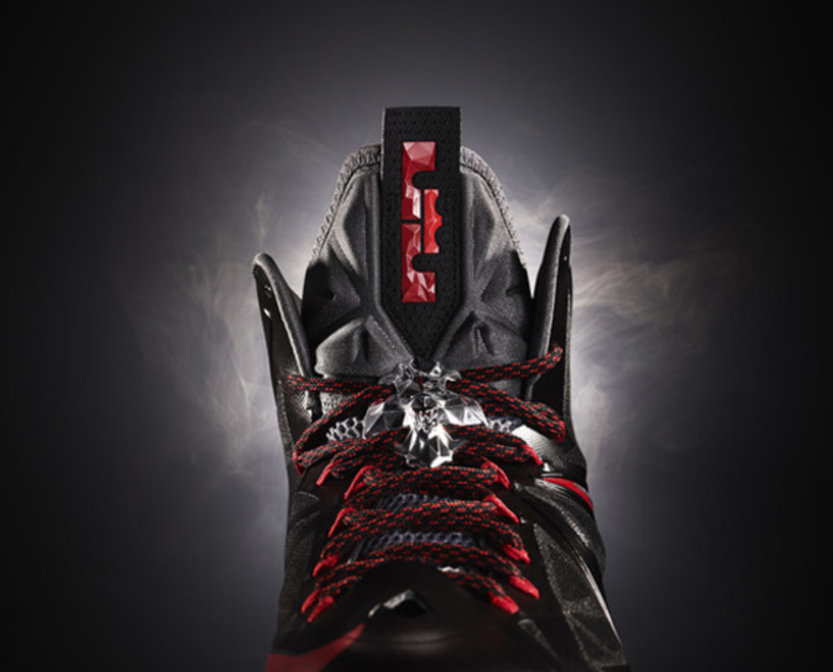 nike-lebron-x-october-2012-releases-02