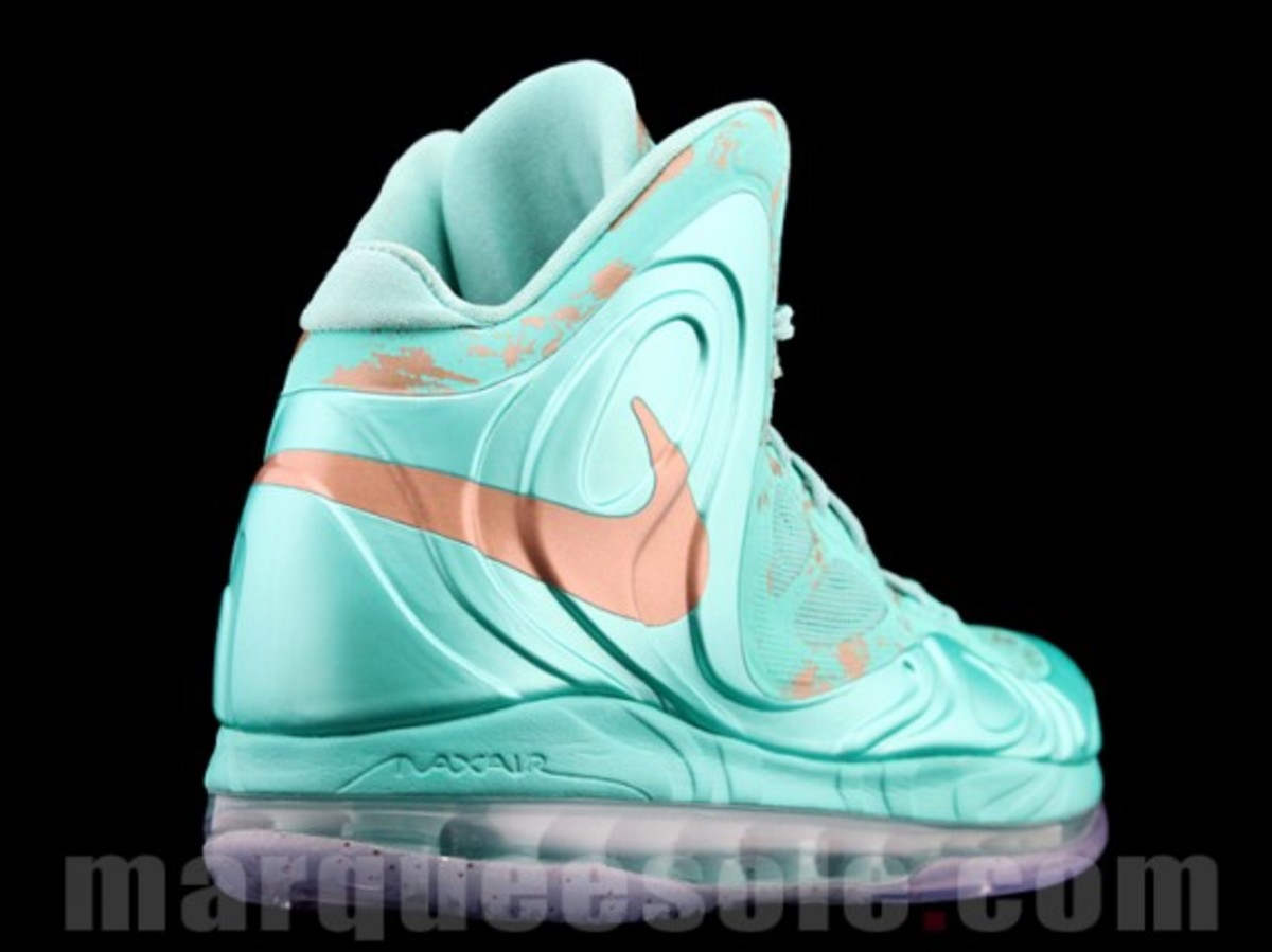 nike-air-max-hyperposite-2012-statue-of-liberty-preview-03
