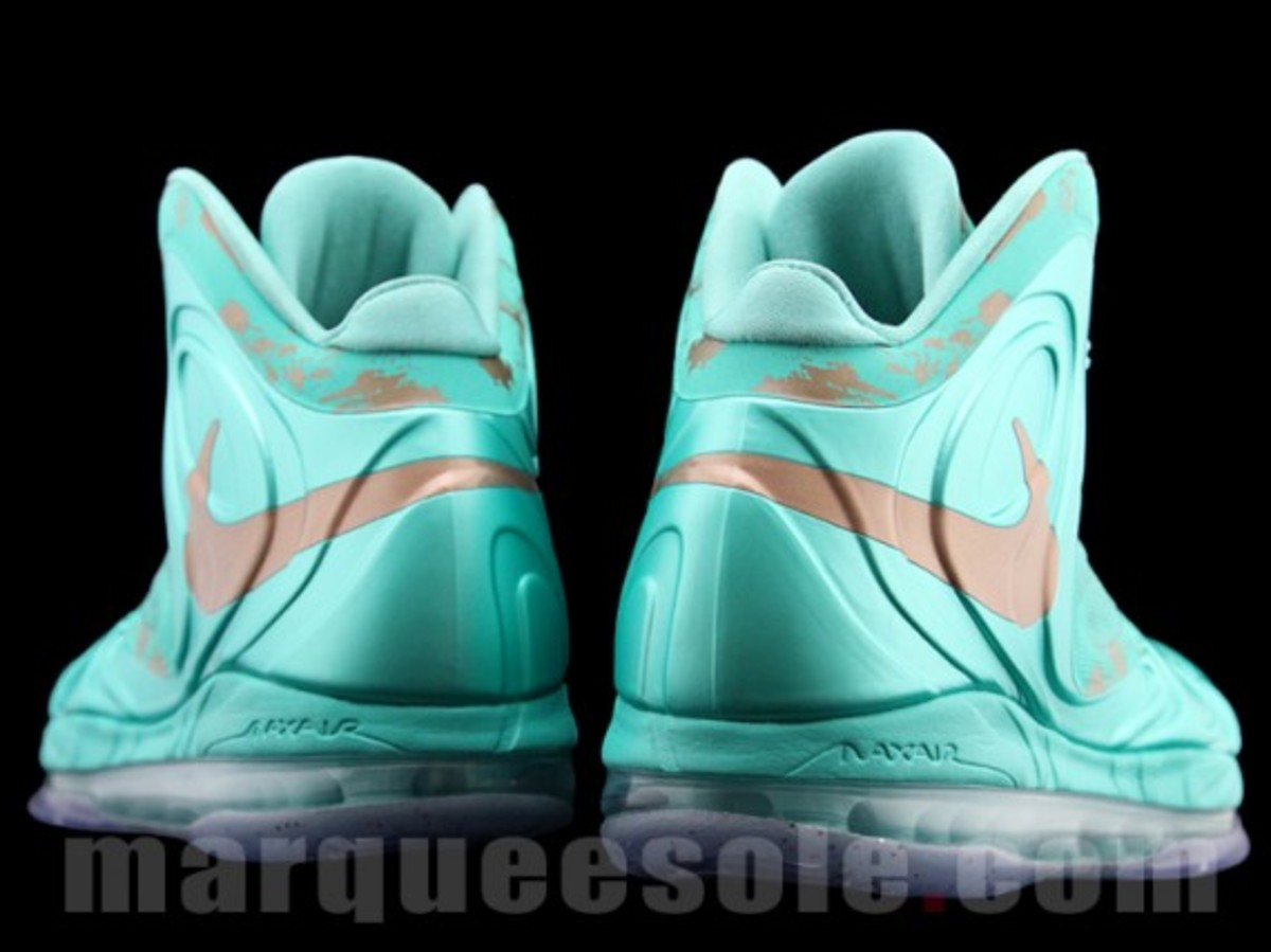nike-air-max-hyperposite-2012-statue-of-liberty-preview-07