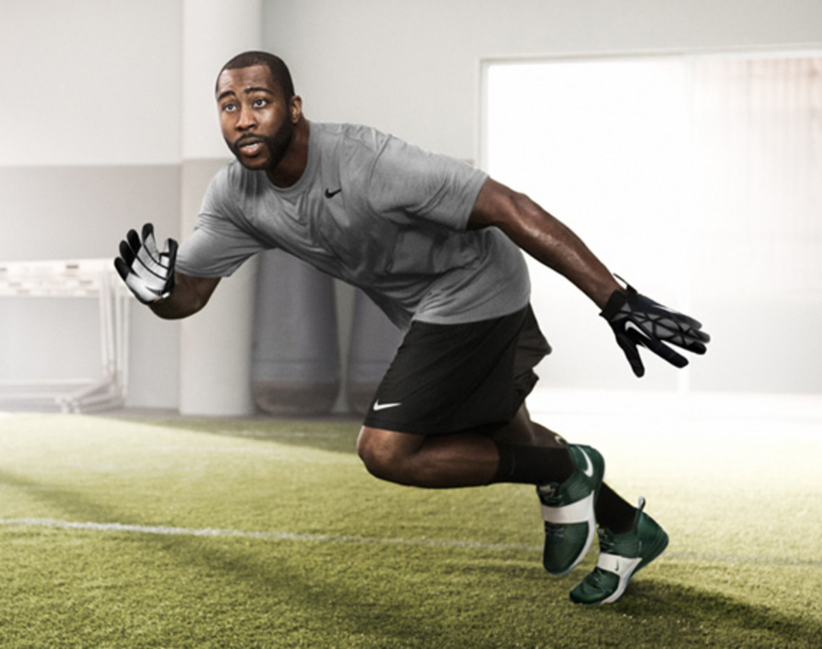 darrelle-revis-nike-zoom-revis-officially-unveiled-02