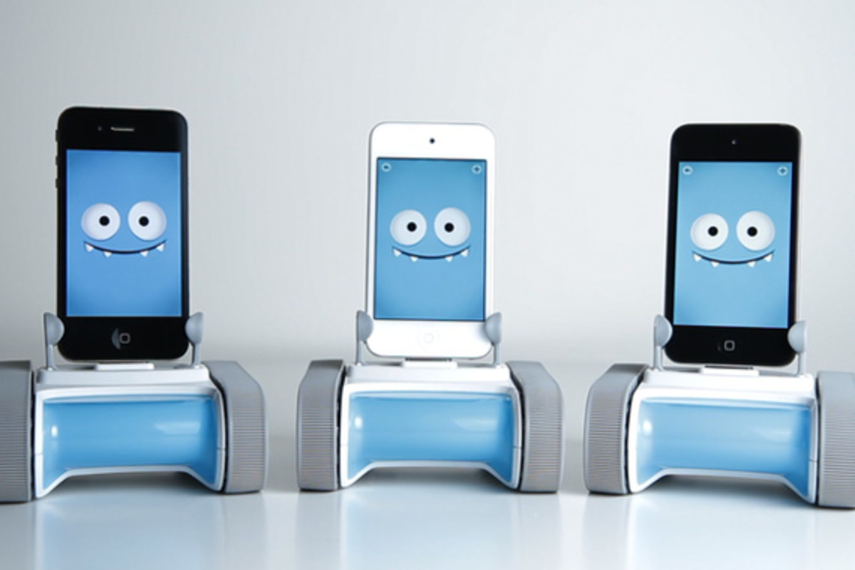 romo-the-smartphone-robot-for-everyone-romotive-006
