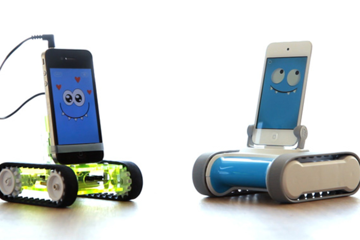 romo-the-smartphone-robot-for-everyone-romotive-003