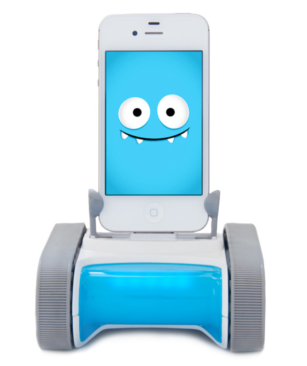 romo-the-smartphone-robot-for-everyone-romotive-001