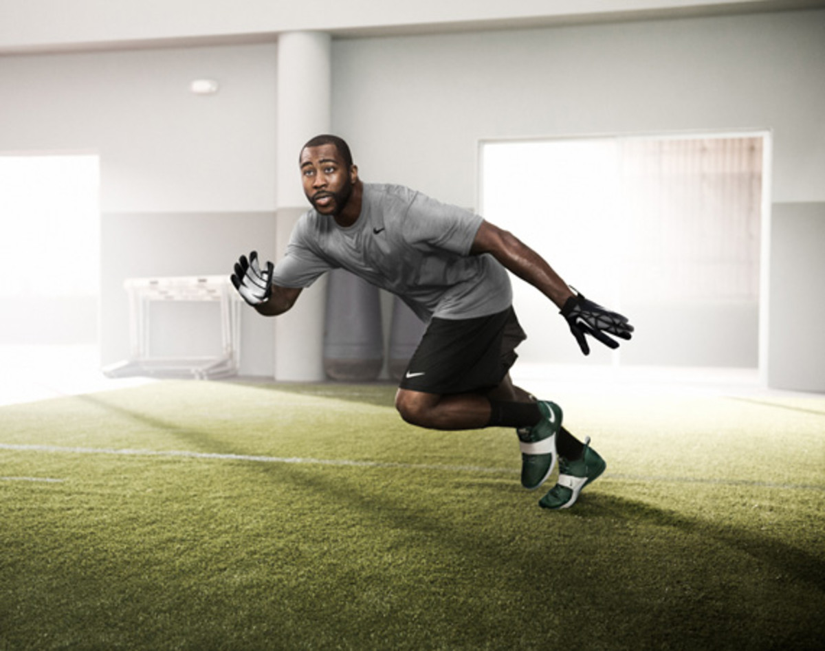 darrelle-revis-nike-zoom-revis-officially-unveiled-01