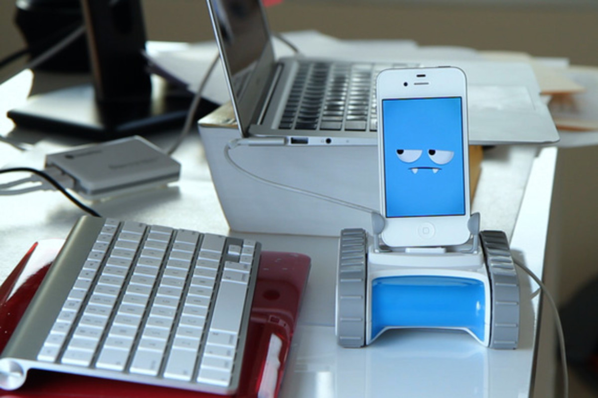 romo-the-smartphone-robot-for-everyone-romotive-009