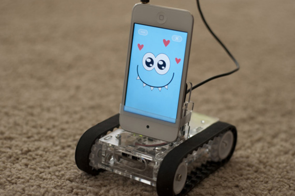 romo-the-smartphone-robot-for-everyone-romotive-002
