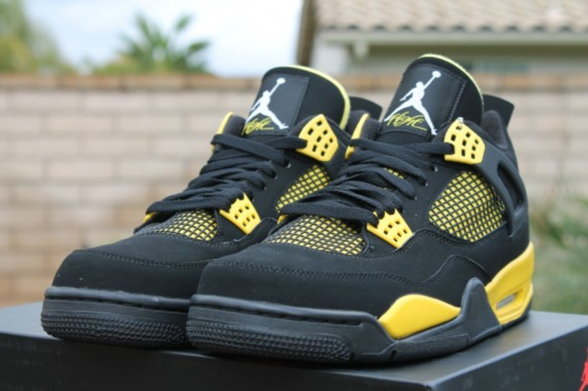 air-jordan-iv-thunder-release-reminder-308497-008-005