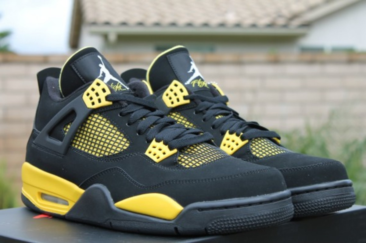 air-jordan-iv-thunder-release-reminder-308497-008-007