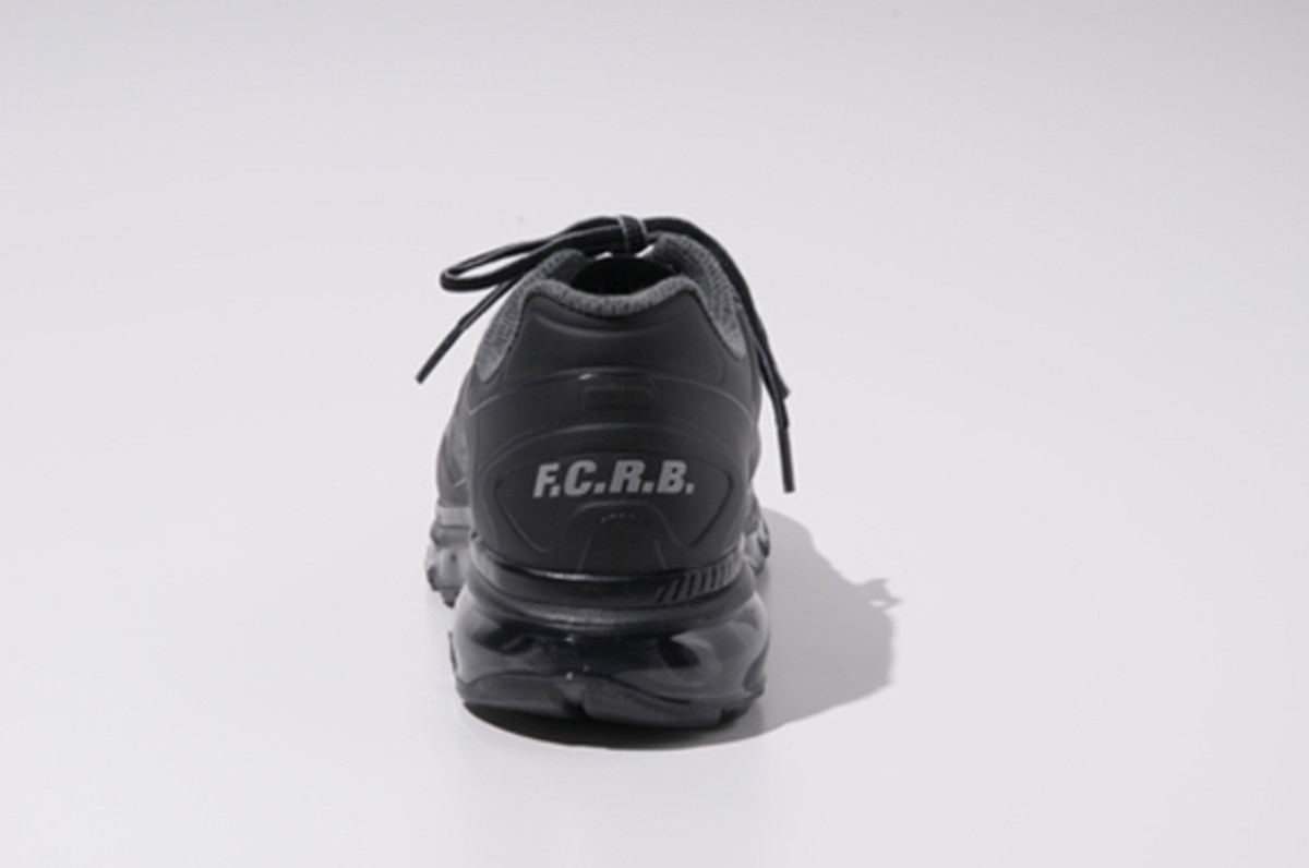fcrb-nike-air-max-2012-with-mastermind-japan-13