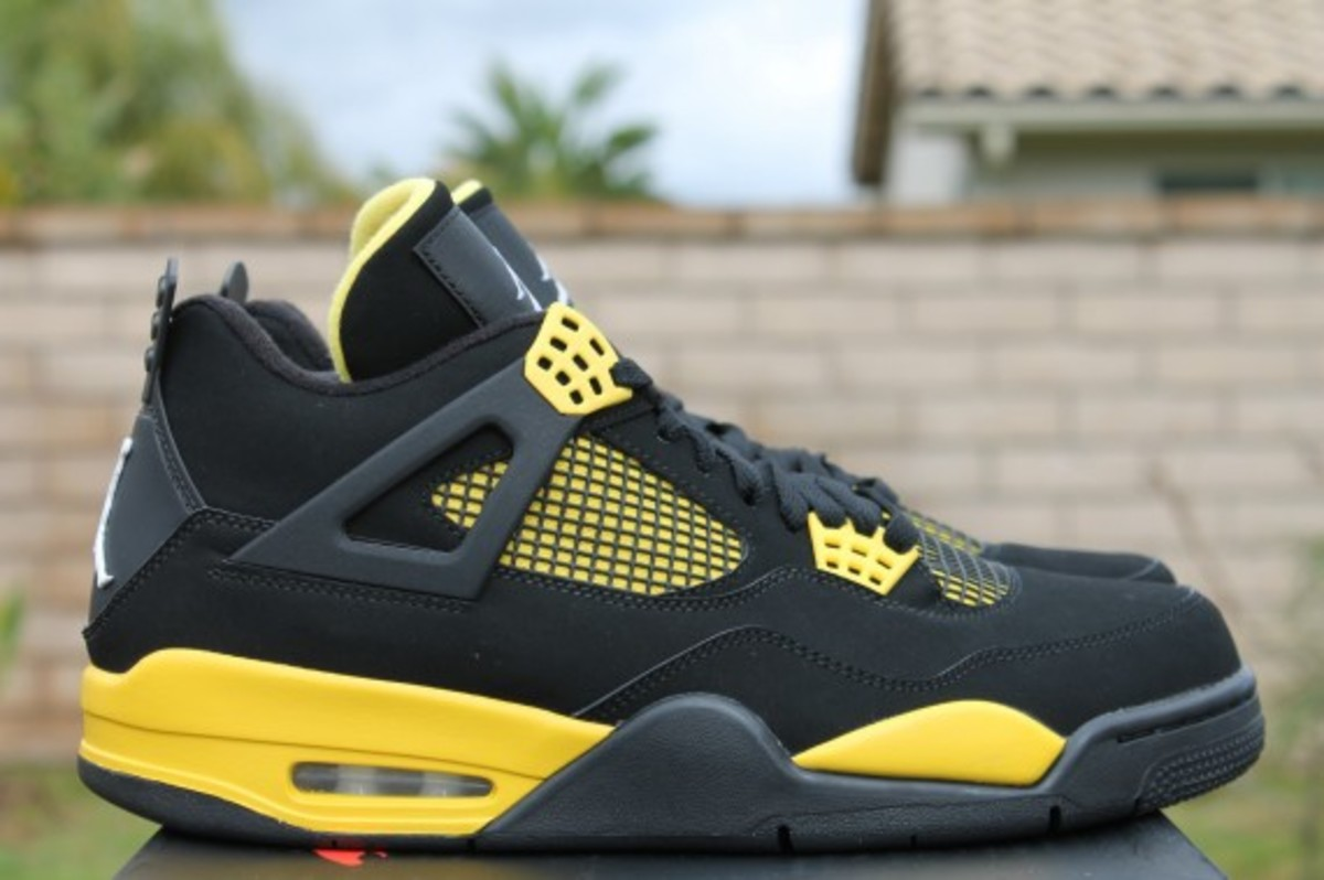 air-jordan-iv-thunder-release-reminder-308497-008-004