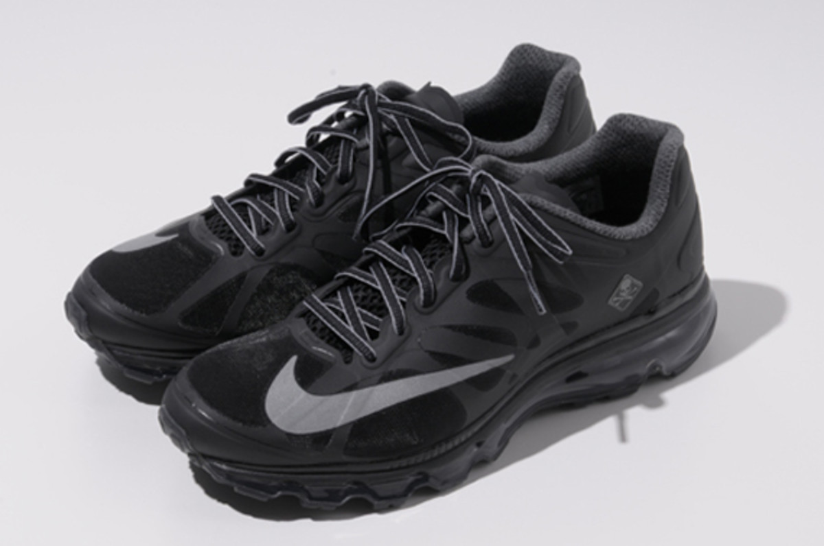 fcrb-nike-air-max-2012-with-mastermind-japan-11
