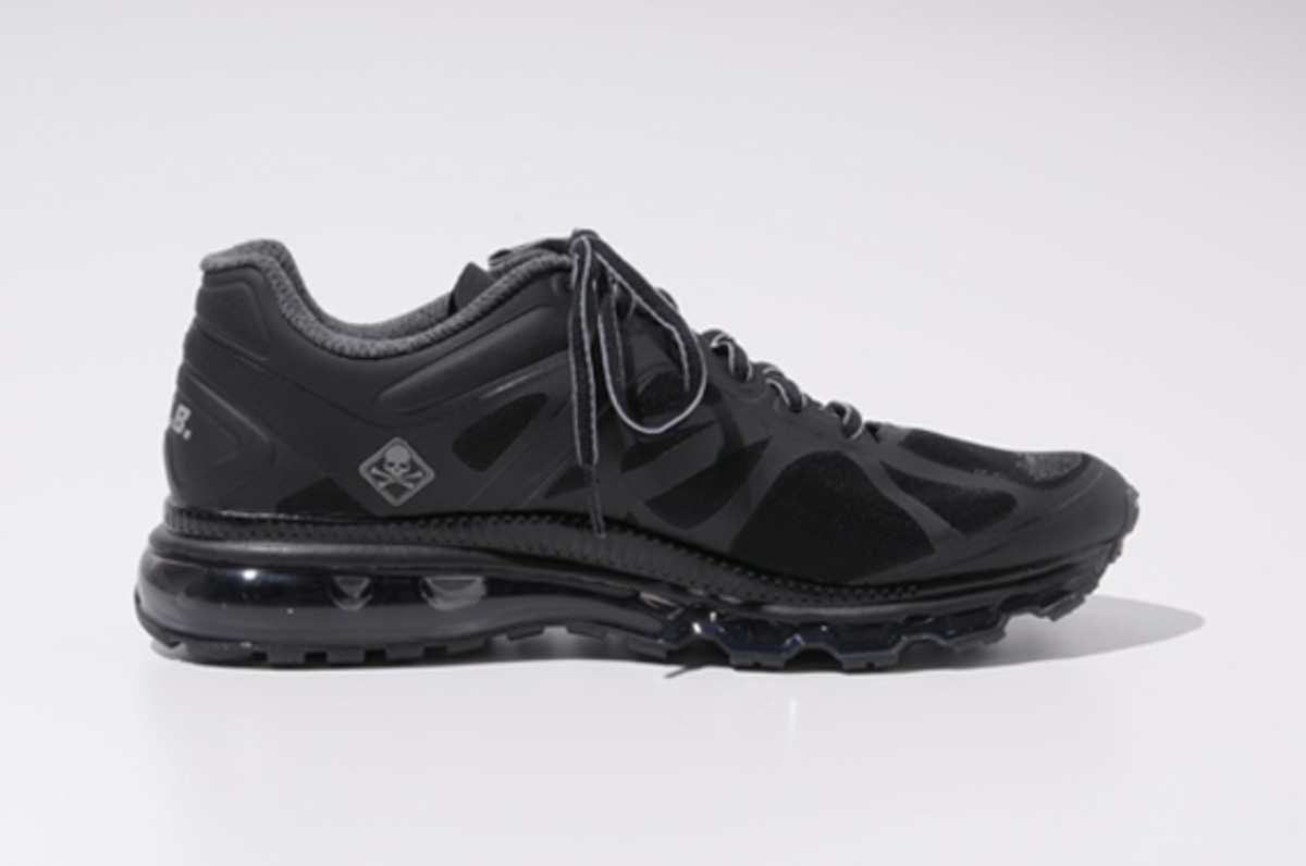 fcrb-nike-air-max-2012-with-mastermind-japan-12