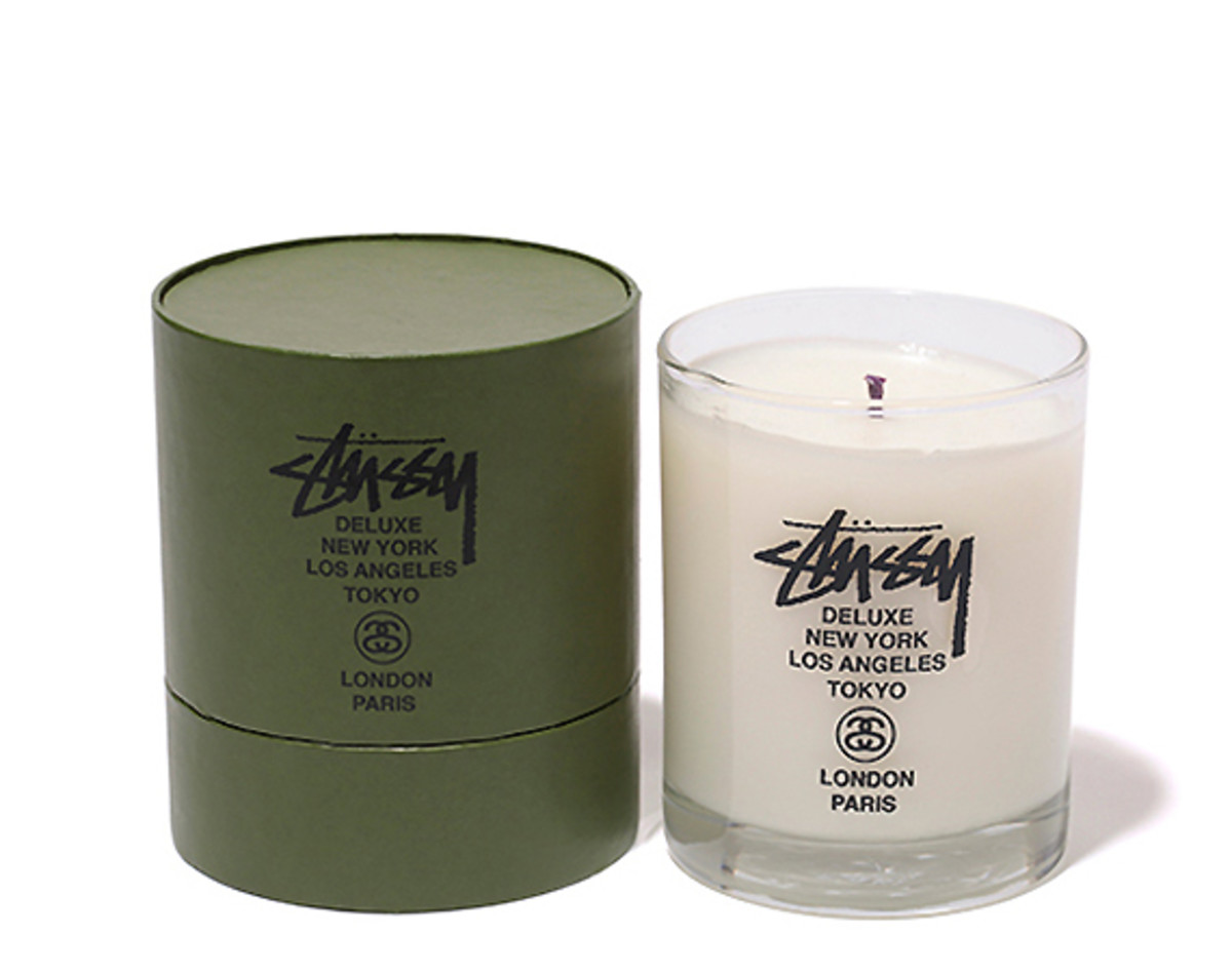 stussy-deluxe-baxter-of-california-scented-candle-01