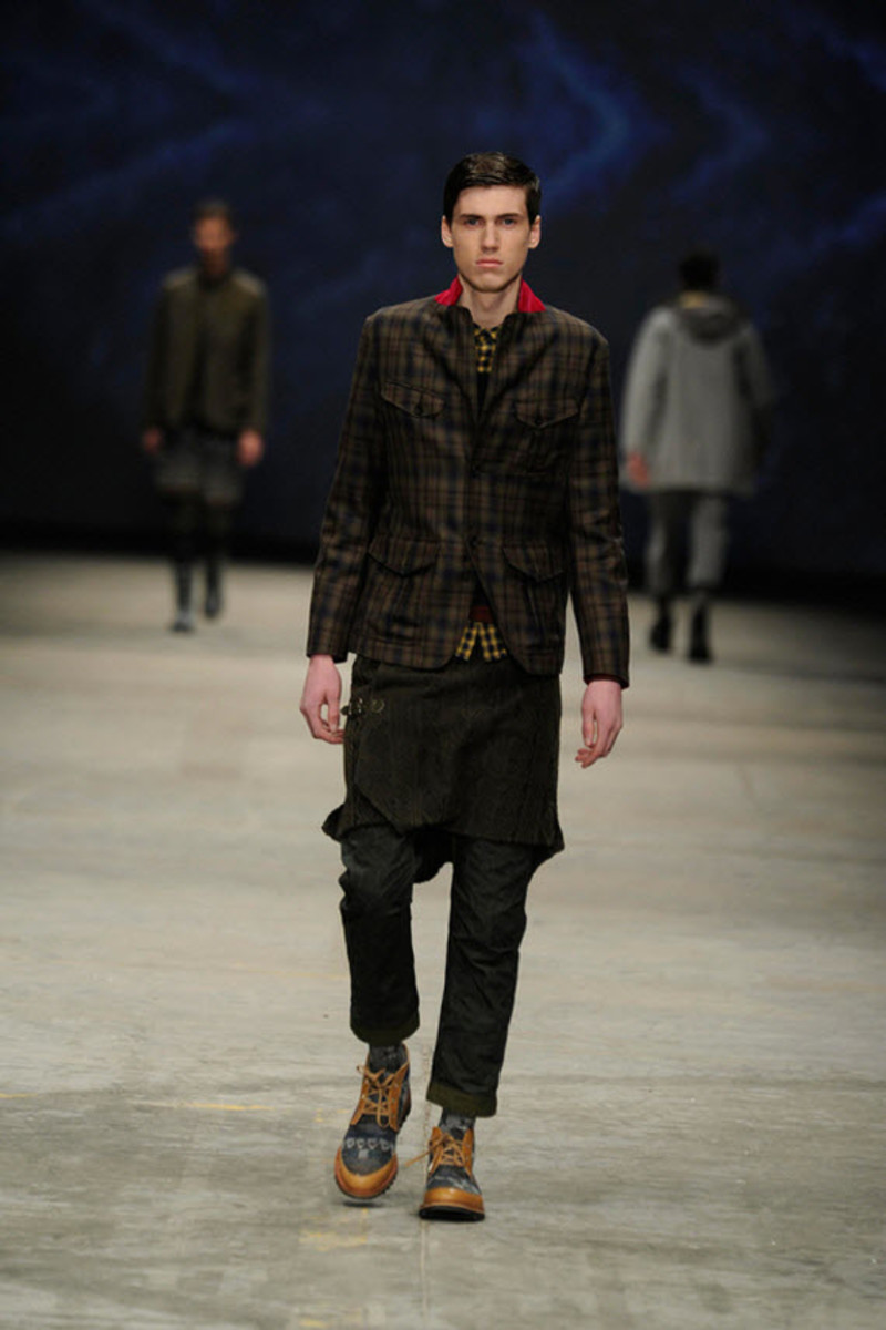 white-mountaineering-fallwinter-2013-collection-runway-show-9