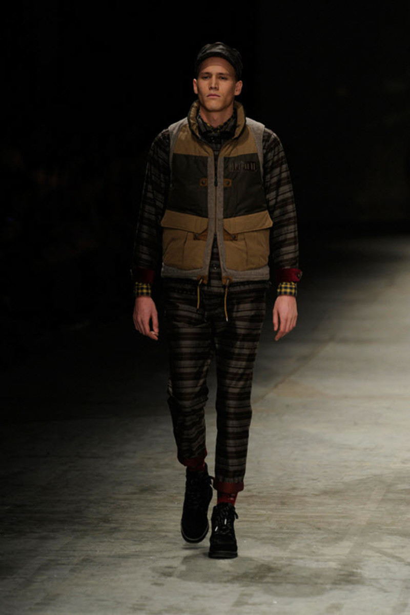 white-mountaineering-fallwinter-2013-collection-runway-show-4