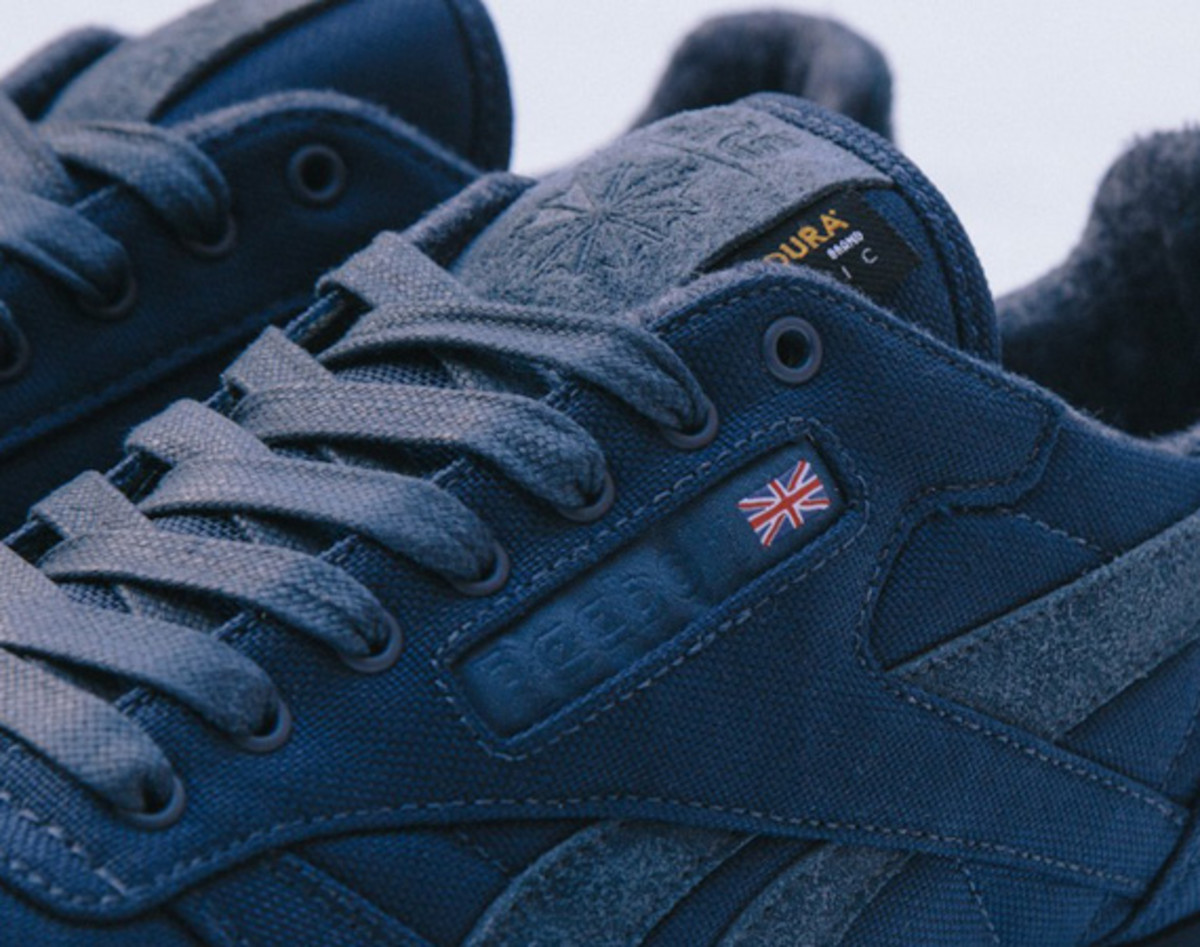 sneakersnstuff-reebok-classic-leather-30th-anniversary-edition-v47079-04