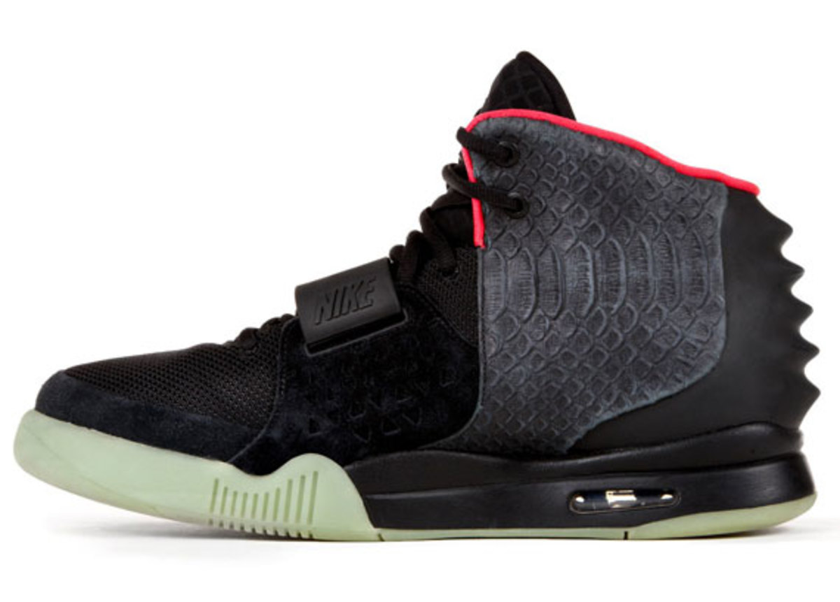 recreate-new-york-auction-kanye-west-signed-nike-air-yeezy-II-for-hurricane-sandy-relief-04