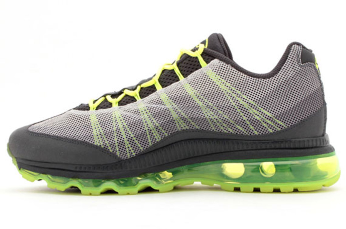 nike-air-max-95-dynamic-flywire-anthracite-volt-02
