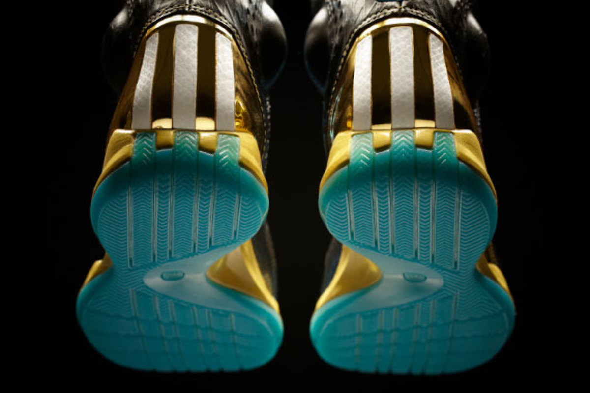 adidas-d-rose-3.5-year-of-the-snake-edition-10