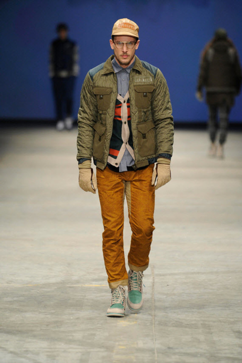 white-mountaineering-fallwinter-2013-collection-runway-show-5