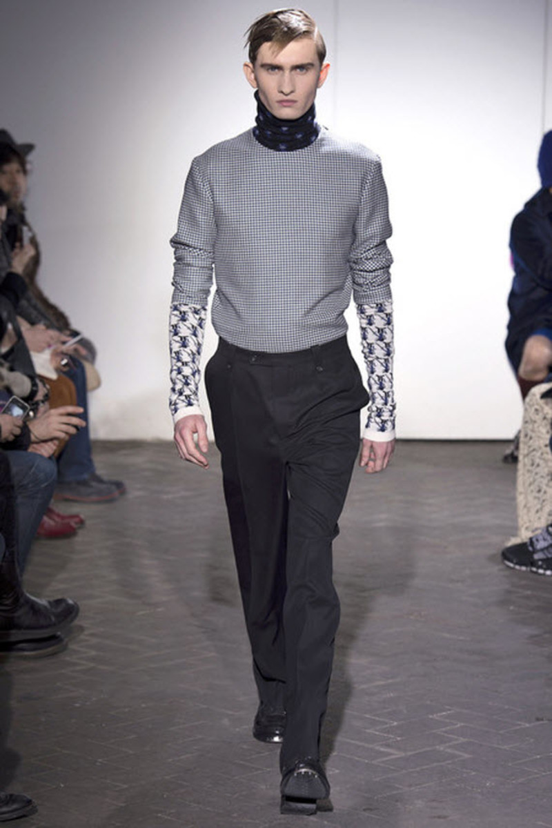 raf-simons-fall-2013-collection-runway-show- 21